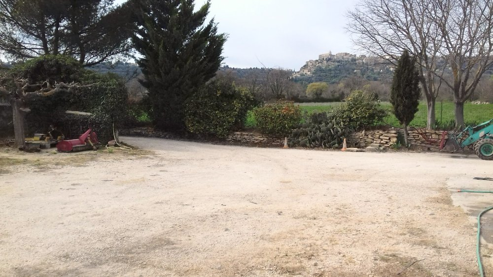 Aire camping-car à Gordes (84220) - Photo 2